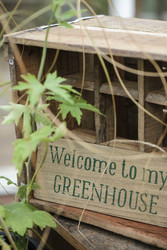 Welcome to my greenhouse-puinen kyltti