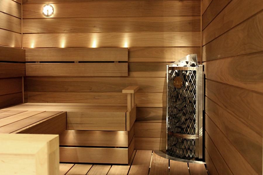 IKI:n Kulma- ja Seinäkiukaat säästävät tilaa saunassa
