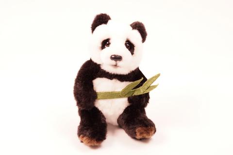 Istuva pienempi panda