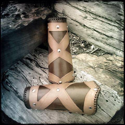 The X / Keskiaika tyyliset rannekkeet