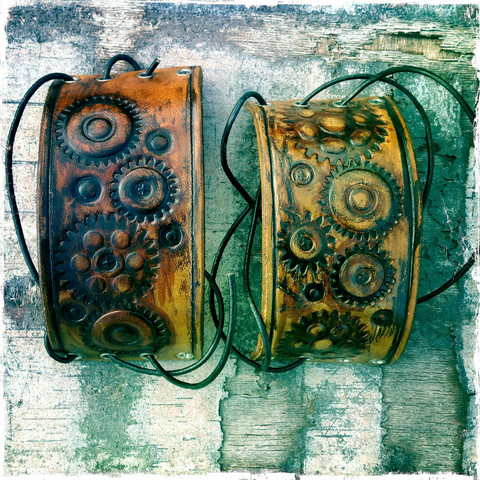 Steampunk nahkaranneke, ratas kuvioinnein