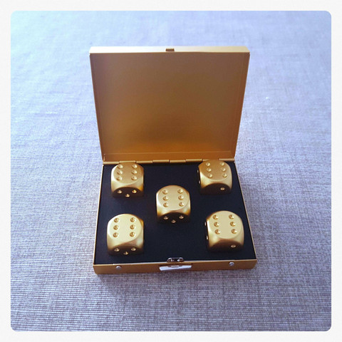 metallic dices in metal case (6D), golden colour