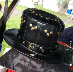 Musta Erikoismallinen Hattu
