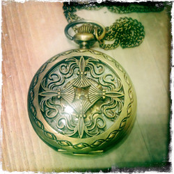 Big Mechanical Pocketwatch with fancy patterns