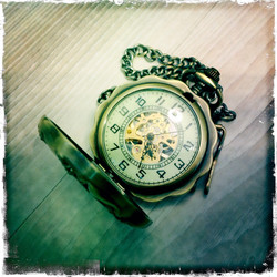 Big Mechanical Pocketwatch with Victorian styled patterns