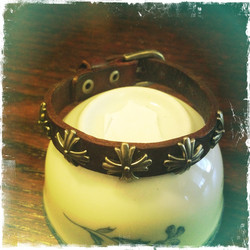 Small leather bracelet with metal Maltese cross