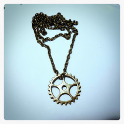 SteamPunk Neclace with 1 gears decor.