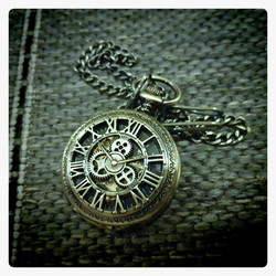 Mechanical Pocket Watch with gear steampunk decoration