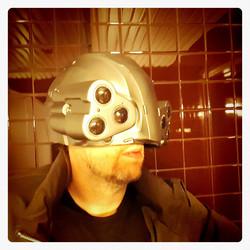 Cyberpunk tyylinen kypärä valoilla
