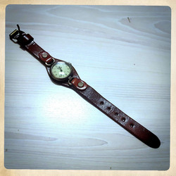 Vintage style watch with leather strap