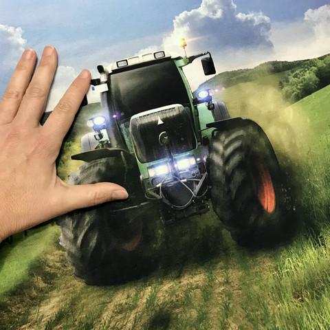 Digijoustocollege: Traktorit raportti, 75cm x 150cm