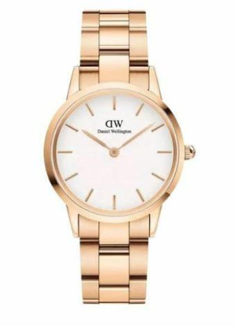 DW00100211 Rose White rannekello