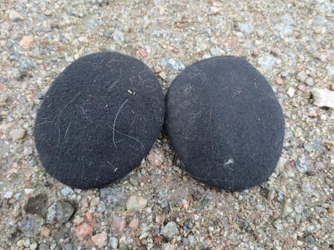 Mustat korvanlämmittimet kypärän alle, aikuisten koko