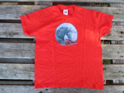 UUSI Tummanpunainen T-paita hevoskuviolla 152 cm