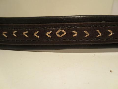 UUSI musta-ruskea käsinommeltu otsapanta nuolikuviolla 43 cm