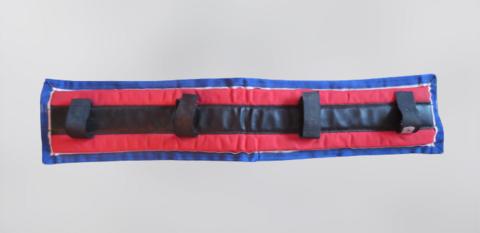 Finn Tack sini-puna-musta mahavyön pehmuste 66 cm