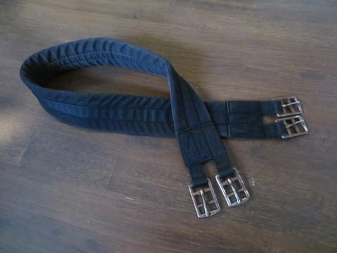 Kevyesti topattu musta kangasvyö 115 cm