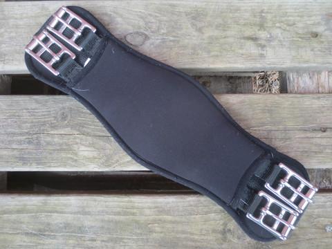Muotoiltu musta satulavyö pehmeää neopreenia 50 cm