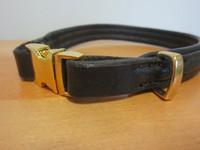 Upea musta panta kultaisella pikalukolla, 42 cm