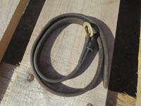 Musta alaturparemmi isolla messinkisoljella, pituus 75 cm