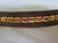Ruskea otsapanta kultakoristeella, 38 cm