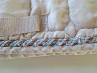Valkoinen satulahuopa koristenyörillä, PONY