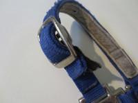 Sininen nylonriimu ilman pikalukkoa leuan alla FULL