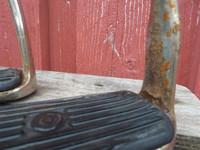 Jalustimet mustilla kumeilla 11 cm