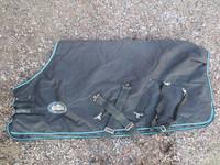 Musta ulkotoppaloimi 150-200 g täytteellä 105 cm
