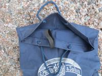 Tummansininen suitsipussi ohutta kangasta