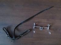 Jenkkirauta ja jenkkiraudan musta nahkainen remmi 13,5 cm