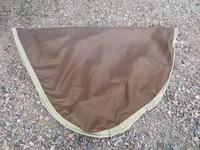 Ruskea Bucas ulkoloimen kaulakappale liukkaalla vuorella M