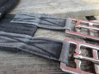 Kankainen (nylonia?) musta satulavyö 110 cm
