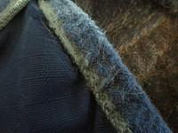 Tummansininen fleecevuorellinen kaulakappale sadeloimeen FULL