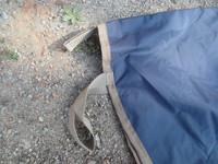 UUSI tummansininen saderatsastusloimi jalustinaukoilla 155 cm