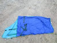 Tummansininen loimi vihreillä kanteilla 155 cm
