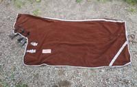 Ruskea fullneck kuivatusfleeceloimi 120 cm