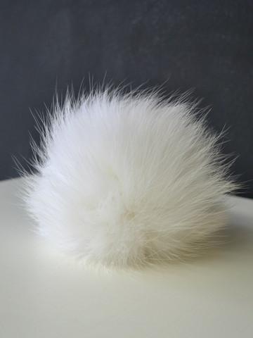 Valkoinen turkistupsu (kettu)
