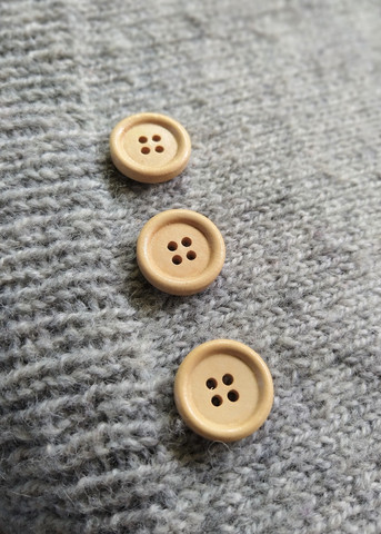Vaalea puunappi, 20 mm