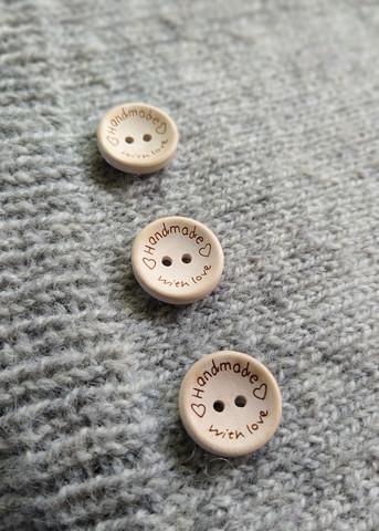 Vaalea puunappi, handmade with love 20 mm