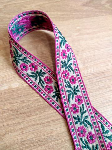 Vävt band 20 mm, blomma, cerise/grön/beige