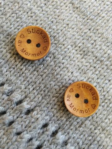 Stickad av mormor träknapp, 18 mm