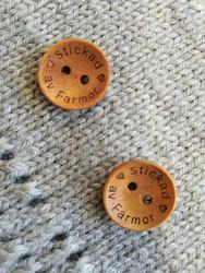 Stickad av farmor puunappi,  18 mm