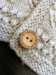 Handstickad kookosnappi, 15 mm