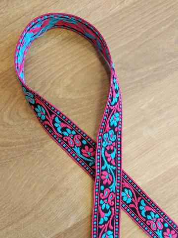 Vävt band 20 mm, blomranka, röd/svart/turkos