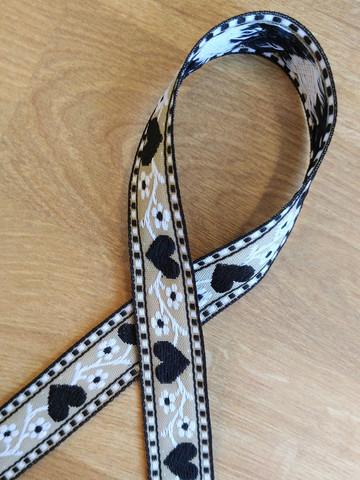 Kudottu nauha 20 mm, sydän, musta/valkoinen/beige