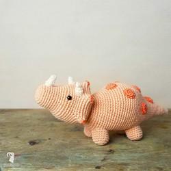 DIY-pakkaus: Triceratops amigurumi