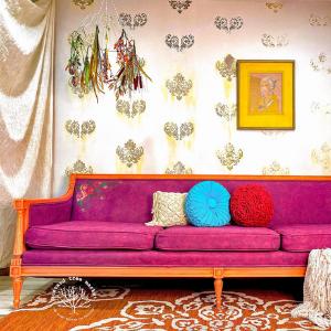 Sohvan maalaus värillä Plum Crazy