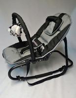 B&BabyBus Swingy -babysitter lelukaarella, harmaa/musta