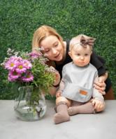 BabyWallaby -ruokalappu, vaaleaharmaa